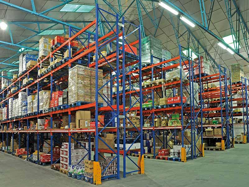 paletización convencional estanterias de gran carga con productos colocados