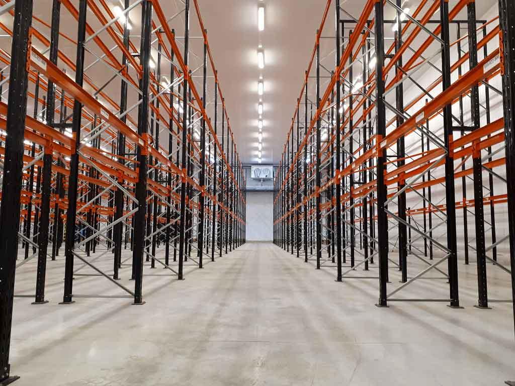 paletización convencional estanterías de carga pesada formando un pasillo