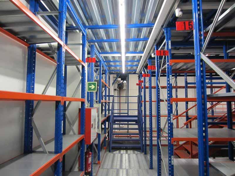 pasillos elevados Entreplanta con estanterías estanterías de ocasión