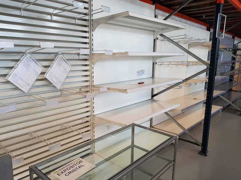 Estanterías para comercio baratas en Murcia estantería mural